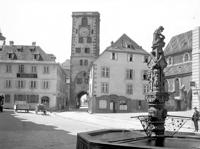 Vue d'ensemble, en arrière-plan : la Tour des Bouchers