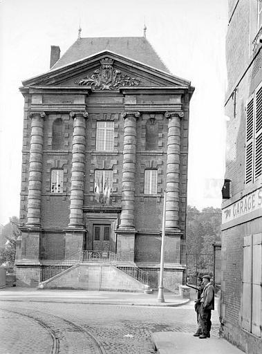 Vieux moulin, actuellement musées Rimbaud et de l'Ardenne