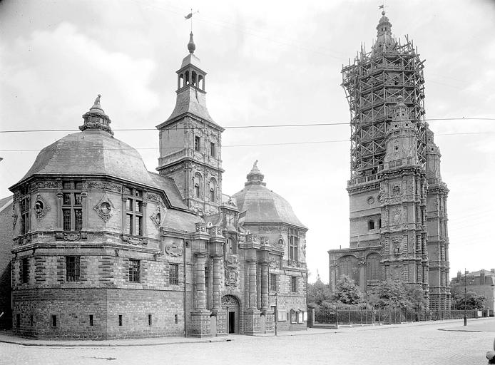 De gauche à droite : ancien pavillon d'entrée de l'Abbaye, l'échevinage, tour et ensemble de l'ancienne abbatiale