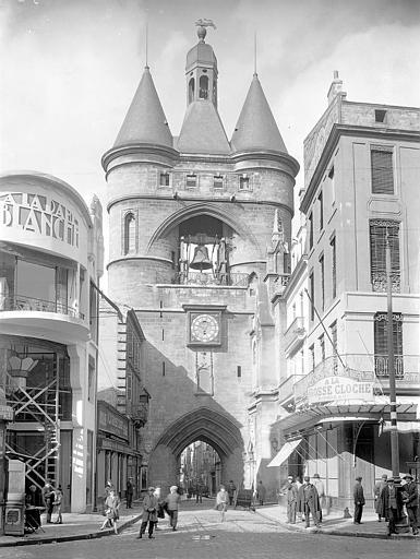 Vue d'ensemble de la Porte de l'Horloge ou Porte Saint-Eloi