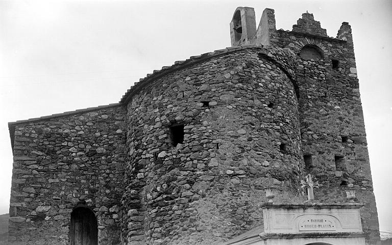 Façade latérale du côté du cimetière et tour-clocher