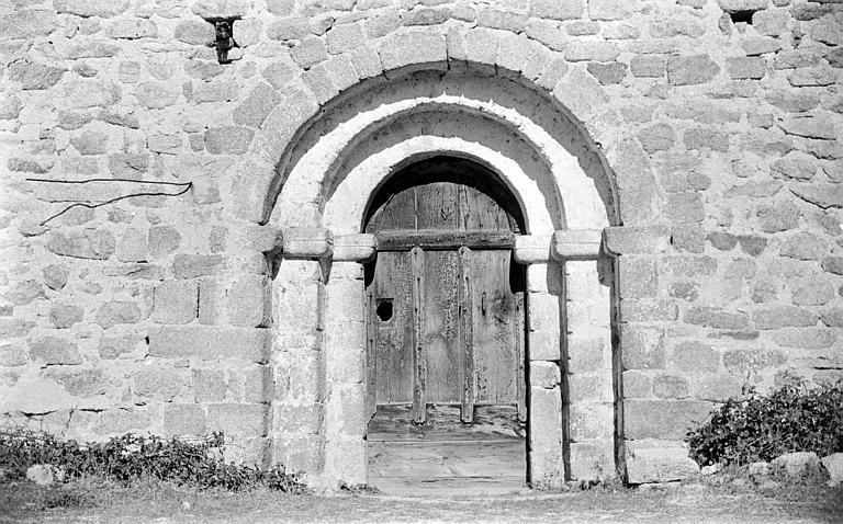 Façade sud : portail roman