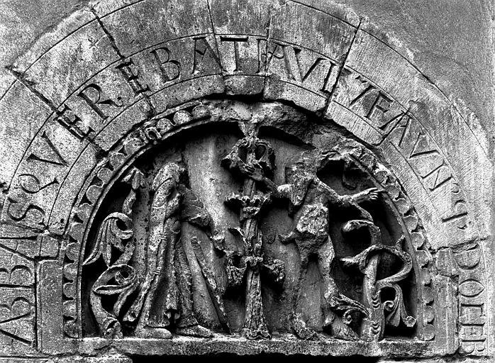 Extérieur, tympan du portail sud : saint Antoine et le faune