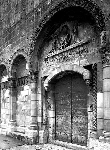 Extérieur, portail ouest, vue diagonale : tympan