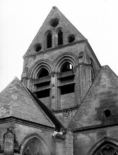 Extérieur, clocher, partie basse du transept nord