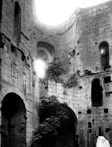 Ruines : intérieur