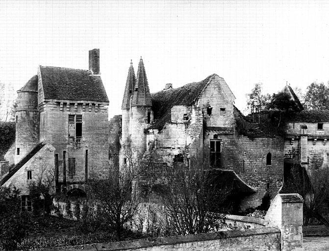 Façade nord (vue d'ensemble), bâtiment d'entrée de la basse-cour, angle sud-est du grand logis