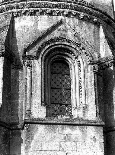 Extérieur, fenêtre centrale, niche d'autel de l'abside