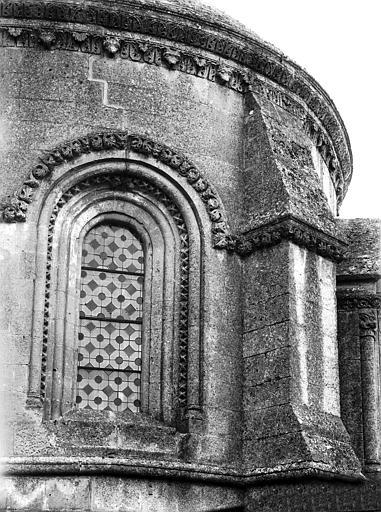 Extérieur, fenêtre sud de l'abside