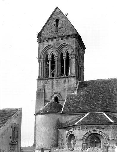 Extérieur, clocher et abside côté est