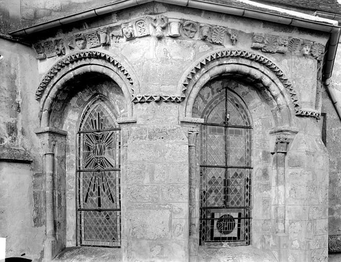 Extérieur, fenêtres, modillons de l'abside