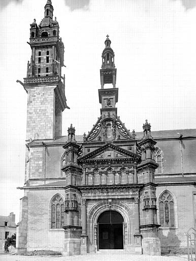 Tour, portail