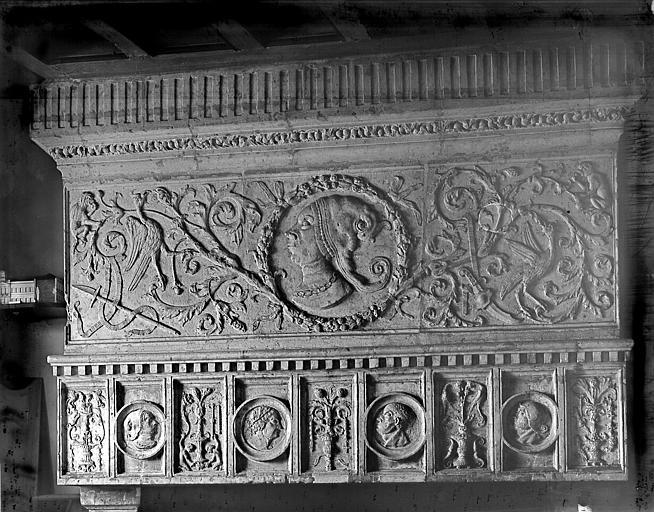 Intérieur, cheminée, linteau