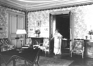 Jane d'Argent dans un intérieur