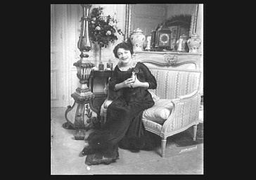 Yvonne de Bray jouant au Théâtre du Vaudeville