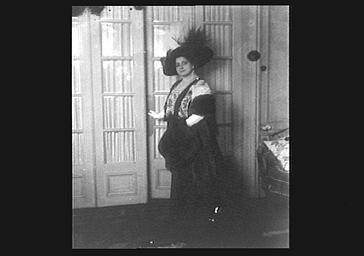 Mlle Bréval (soprano dramatique) sur scène