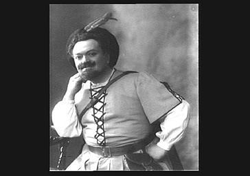 Léonce Escalaïs, chanteur d'opéra, en costume de scène
