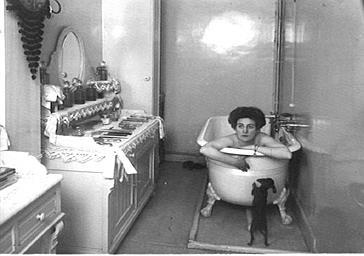 Marthe Fontana dans sa baignoire