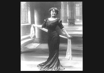 Mlle Fusier, sur scène au Théâtre de la Renaissance