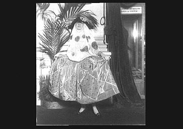 Mme Girard ou Mme Antoinette, dans 'La Possession' au théâtre de Paris