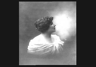 Jeanne Granier, de profil