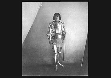 Mme Lubin dans le rôle de Jeanne d'Arc