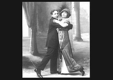 Mistinguett et Robert dansant sur scène