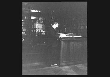 V. Napoléon dans une bibliothèque