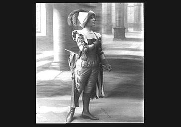 Yvonne Printemps en costume de scène