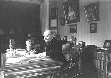 Louis Pasteur-Valléry-Radot à son bureau