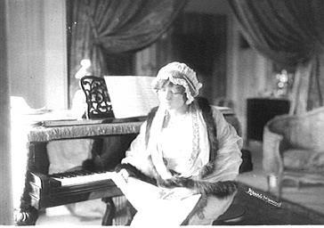 Marthe Régnier au piano