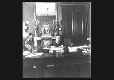 Albert Sarraut dans son bureau