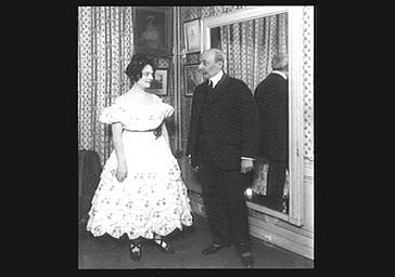 Louis Messager et d'Edmée Favart jouant dans 'Véronique'