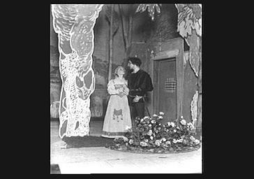 M. Hervé et de Berthe Bovy jouant dans 'L'Irrégulier'