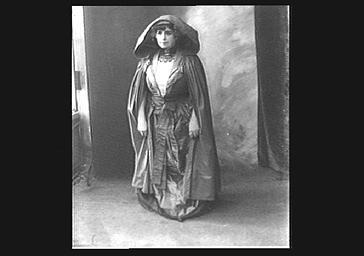 Jeanne Tessandier en costume de scène