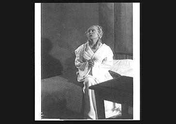 Cécile Sorel jouant dans 'Mme Capet' au Théâtre du Gymnase
