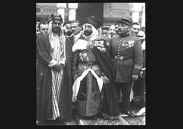 Inauguration de la Mosquée de Paris : personnalités en costume traditionnel