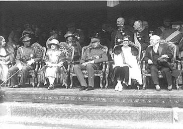 Fête officielle au Palais de Laeken avec le roi Léopold et la reine Astrid de Belgique