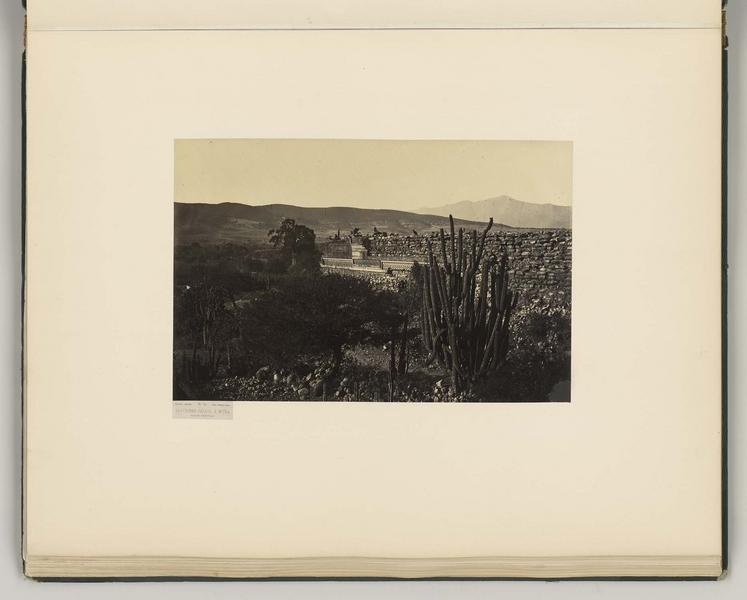 Quatrième palais à Mitla. Façade orientale