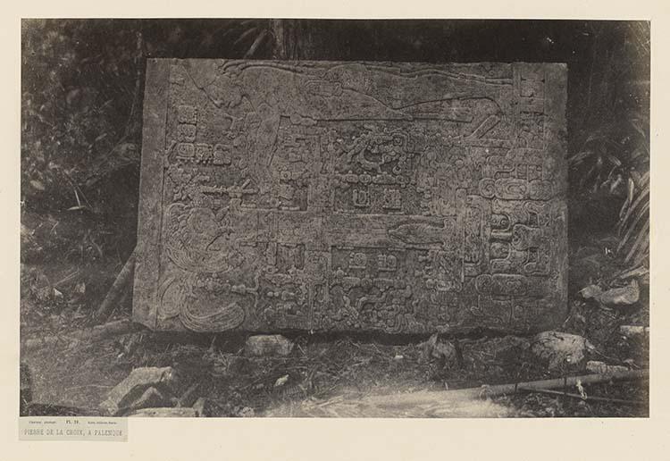 Pierre de la croix, à Palenque