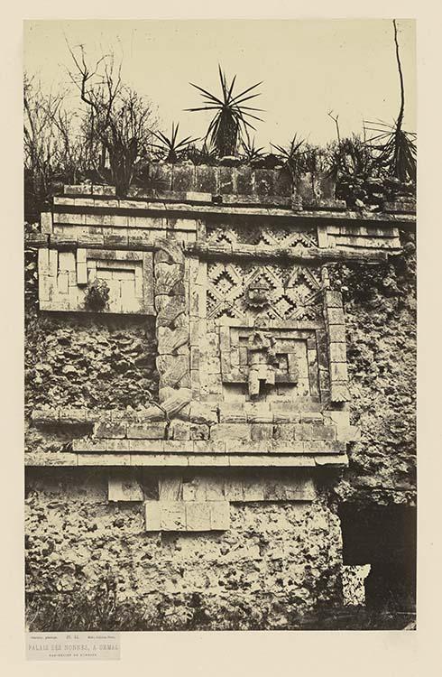 Palais des Nonnes, à Uxmal. Bas-relief de l'indien