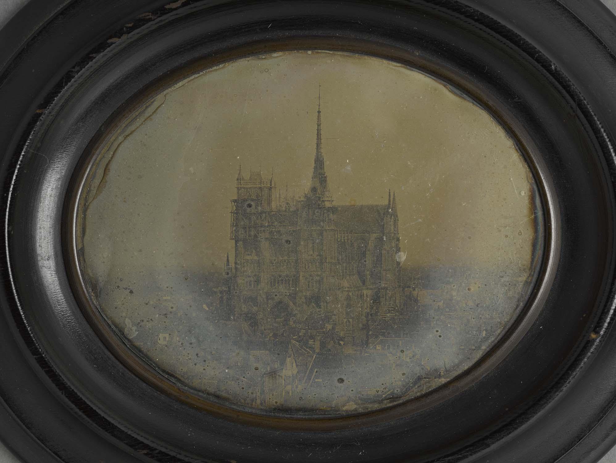 Vue de la cathédrale en travaux