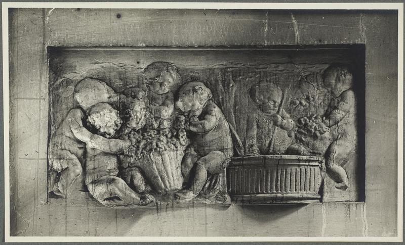 Bas-relief sud du passage cocher