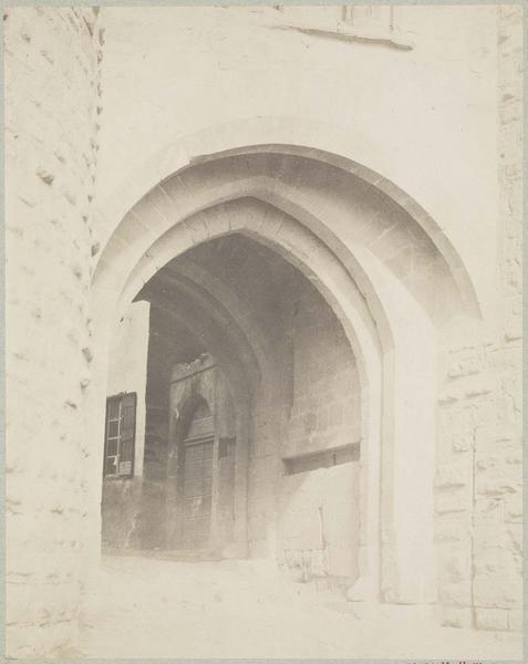 Passage voûté, porte Narbonnaise