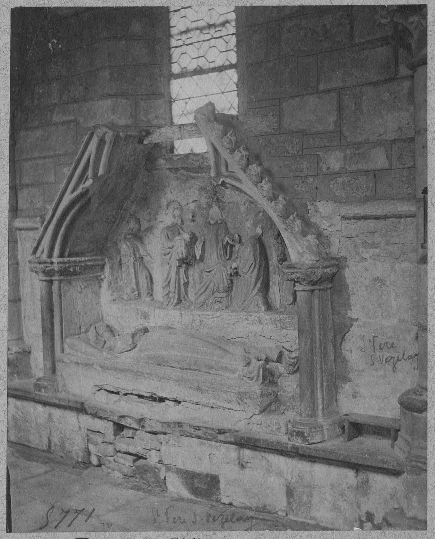 Intérieur: monument funéraire, le Christ en majesté