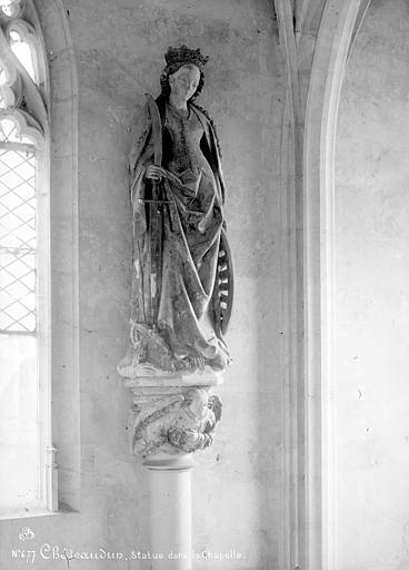 Chapelle, intérieur : statue de sainte Catherine