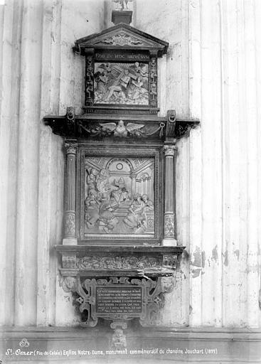 Monument funéraire de Jean Louchart : Le Christ parmi les docteurs et le Christ entouré d'anges