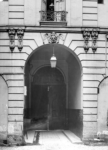 Cour intérieure : Porche