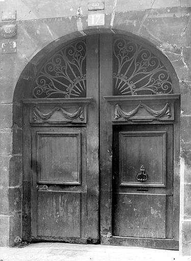 Façade sur rue : Porte