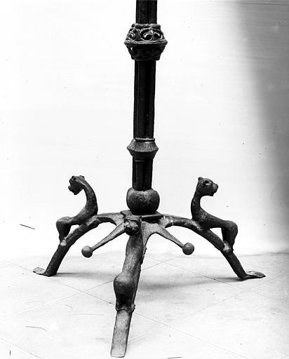 Porte-cierges votif (porte-cierges à couronne de lumière) transformé en chandelier pascal